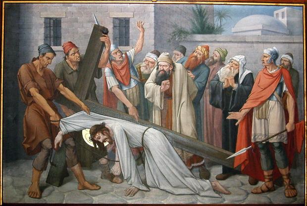 Statie 3: Jezus valt de eerste maal onder het kruis.
