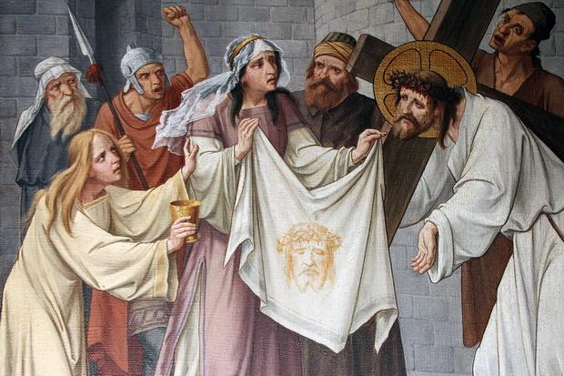 Statie 6 (detail): Veronica reikt Jezus een zweetdoek toe.