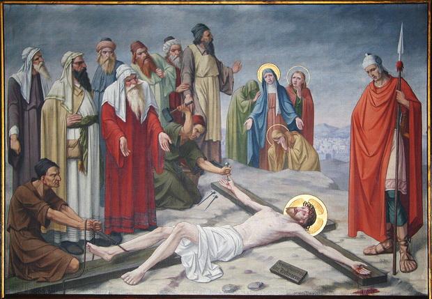 Statie 11: Jezus wordt aan het kruis genageld.