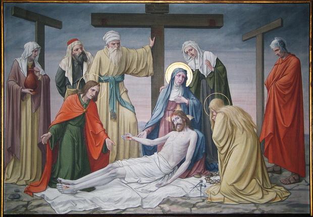 Statie 13: Jezus wordt van het kruis genomen.