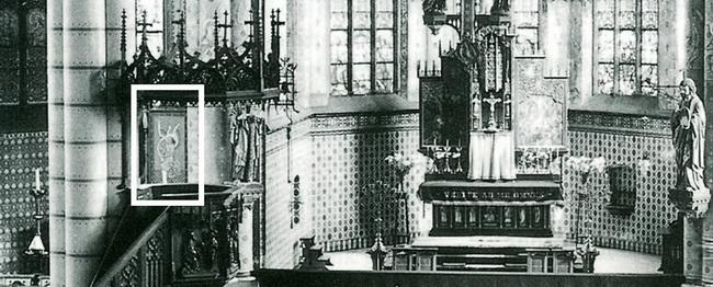 Op deze oude interieurfoto is het rechterluik van het Maria-altaar te zien