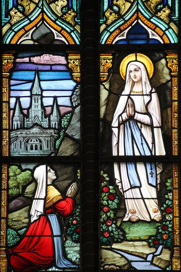 17 raam (1877) verschijning maria aan bernadette 5173 620pix