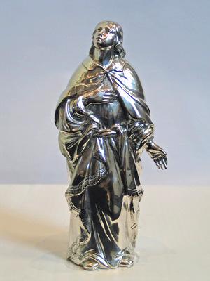 Johannes (19 cm) kijkt omhoog, naar Jezus aan het kruis