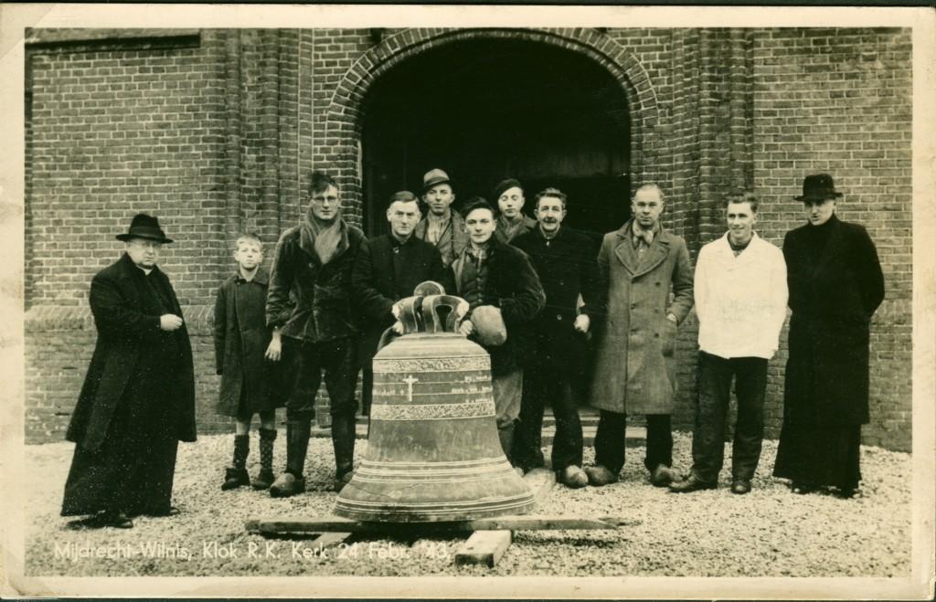 1943-02-24 groepsfoto afvoer luidklok 15-4-1876 - Archief MoJdD174-e_2000pix