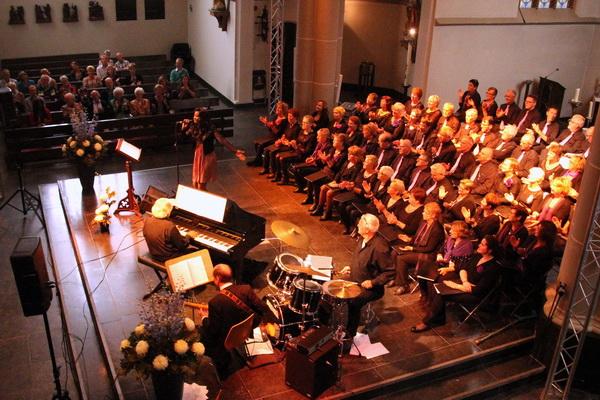 Zondag 5 oktober 2014: Pearl Jozefzoon en United - foto vanaf de orgelgalerij