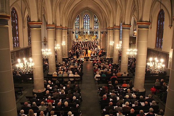 Zaterdag 12 april 2014: Foto gemaakt tijdens een magistrale uitvoering van de Johannes Passion van J.S. Bach door c.o.v. Amicitia uit Uithoorn. Het is een voorrecht om dit mee te maken. De bijzondere en sfeervolle ambiance, die de kerk biedt, draagt bij tot een geweldige muzikale belevenis voor zowel de concertbezoekers als de uitvoerenden.