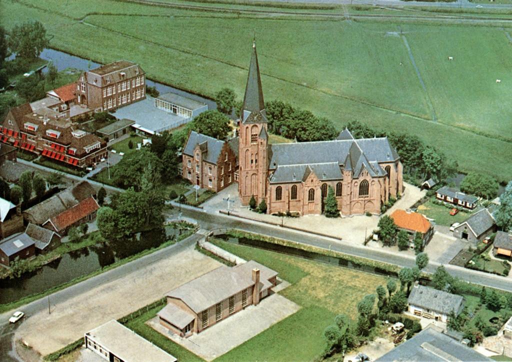 Kerk luchtfoto-uitg Moderne Boekhandel Verweij, Mijdrecht-e-2000pix