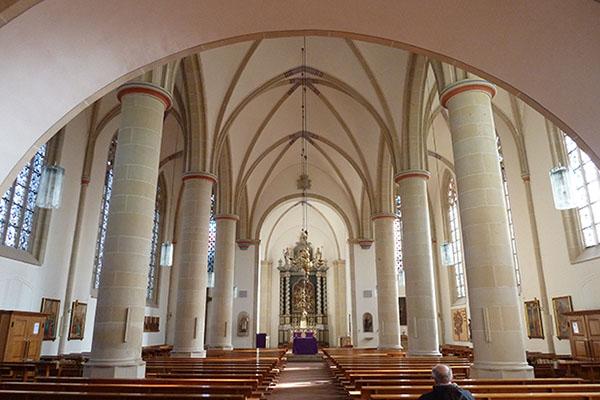 Een voorbeeld van een hallenkerk, de Sankt Lambertuskirche van Ascheberg in het Münsterland, Westfalen, Duitsland: de bakermat van deze architectuur. Foto Peter Forsthövel.