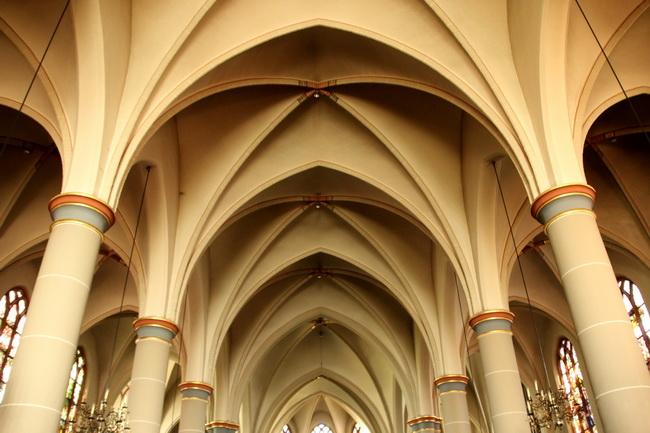 interieur kerk gewelven 0341-650pix