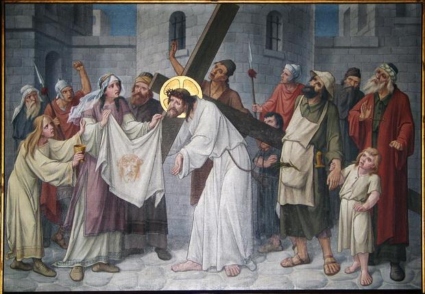 Statie 6: Veronica reikt Jezus een zweetdoek toe
